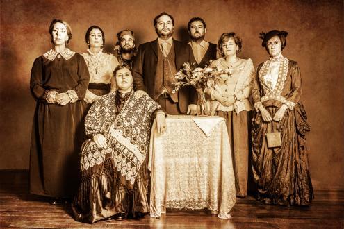 """Οικογενειακή φωτογραφία """"Παράσταση Αγαπημένη Λωξάντρα"""""""